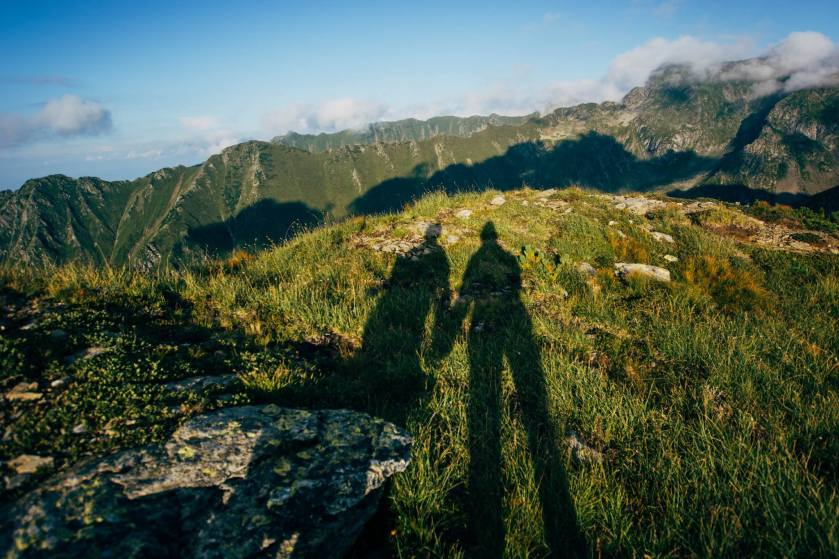 doi pe munte
